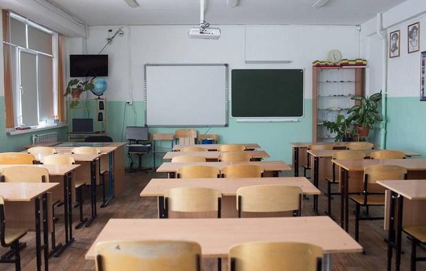 Также регионам предписано обеспечить очное проведение Основного государственного экзамена по двум предметам и полноценную реализацию образовательных программ
