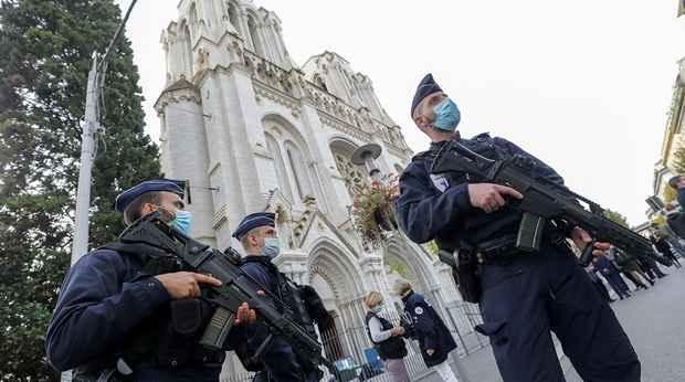 В рождественские дни во Франции усилят охрану христианских храмов