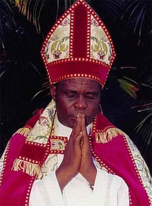Церковный мошенник, ~исцелявший~ от бесплодия, экстрадирован из Англии в Кению