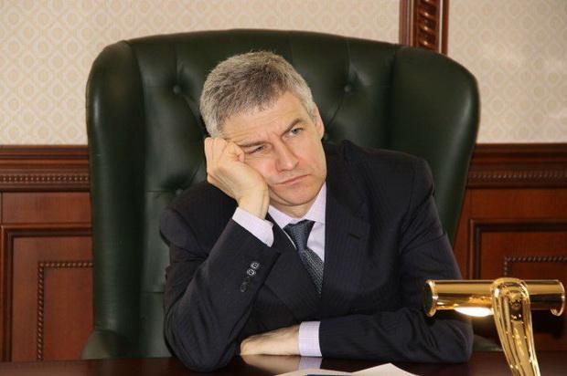 Расходятся с политикой президента и высказывания губернатора Карелии Артура Парфенчикова.