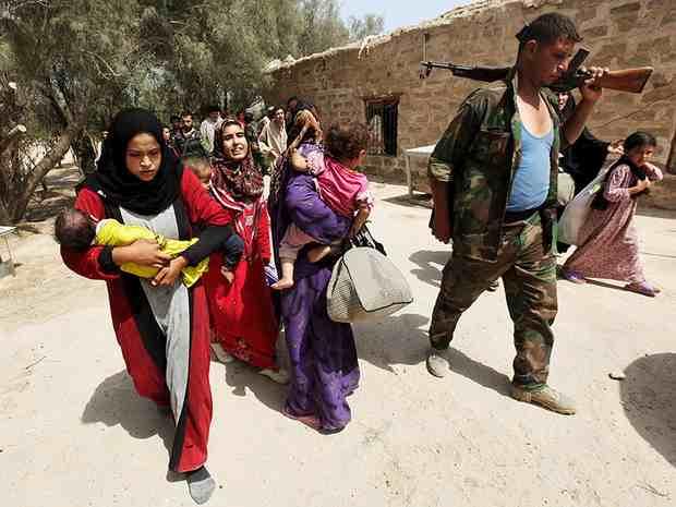 ИГ отпустило сотни заложников, которыми боевики прикрывались при отступлении в Сирии