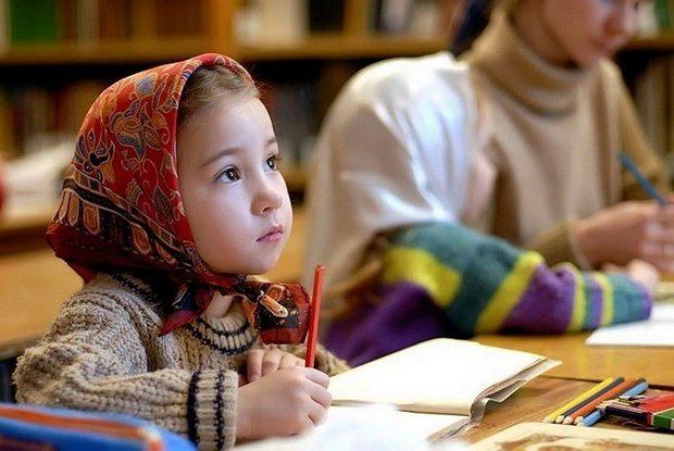 Благоразумны и должны быть счастливы те родители христианские, а также и руководители детей христианских, которые стараются сколь можно рано преподать детям простые, но чистые и светлые