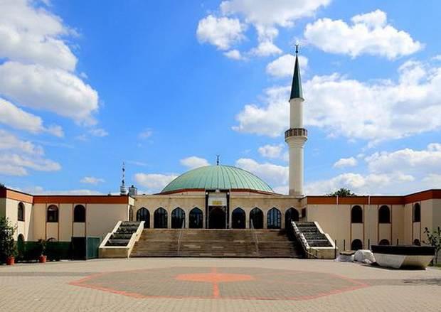Большинство австрийцев выступают за закрытие мечетей и против имамов, нарушающих австрийский закон об исламе.