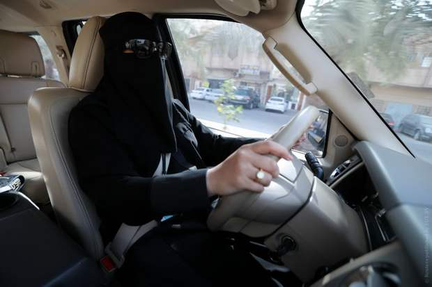 Саудовские женщины могут теперь путешествовать без спроса