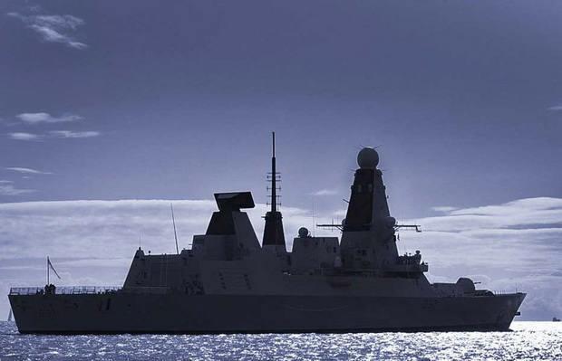 Великобритания направит в Персидский залив эскадренный миноносец после инцидента с танкером