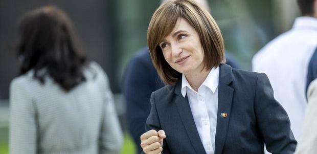 Позже ЦИК Молдавии представила первые официальные результаты голосования в стране. После обработки 83% протоколов Санду получила 51,58% голосов, Додон — 48,42% (данные на 23:20 мск).