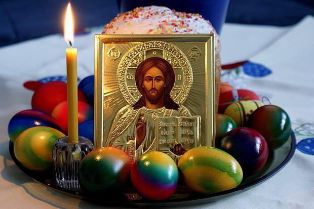 Пасха православная не имеет календарного дня, ее наступление рассчитывается каждый год и связано с весенним полнолунием и следующим первым воскресеньем.