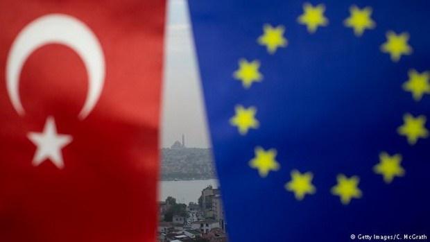 В ходе согласования бюджета Евросоюза на 2018 год государства ЕС решили уменьшить выплаты Анкаре на 105 млн евро.