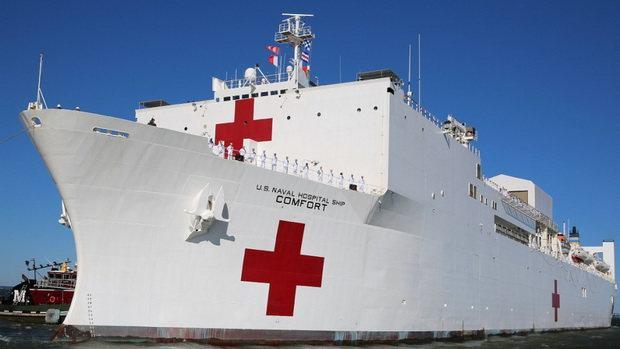Плавучий госпиталь ВМС США USNS Comfort прибывает в Нью-Йорк