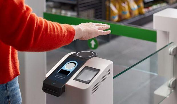 Amazon заплатит покупателям в магазинах $10 за отпечатки ладоней