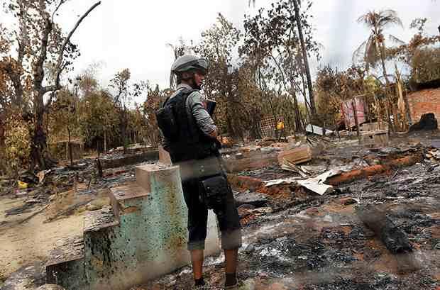 Власти Мьянмы обвинили мусульман-рохинджа в поджогах сотен жилых домов