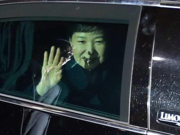 Отстраненная от должности глава Южной Кореи покинула президентский дворец