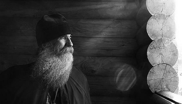 Многих христиан, только пришедших в Церковь и давно в ней пребываюших, волнуют вопросы о прозорливых старцах. Мы попытаемся ответить на некоторые из них.
