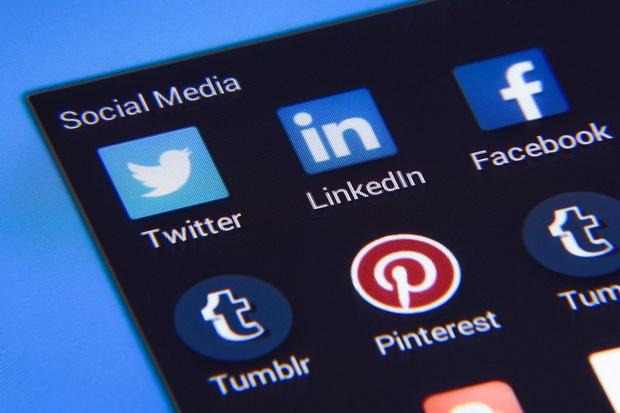 Закон также обязывает платформы в течение 48 часов реагировать на запросы по удалению или блокированию контента.