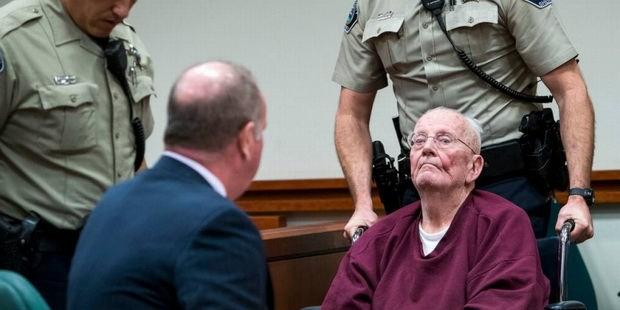 В США 73-летний католический священник приговорен к 25 годам за распространение деткой порнографии и сатанизм