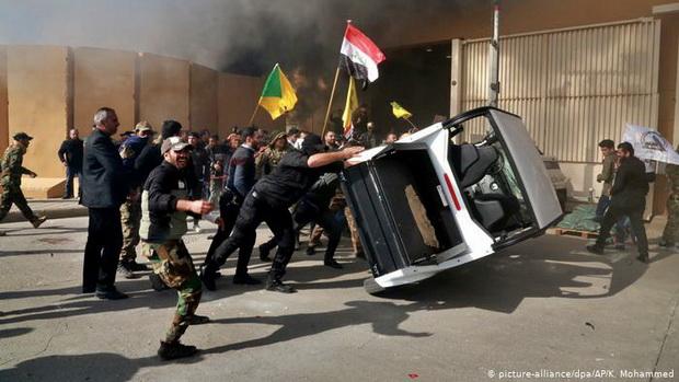 Посол Соединенных Штатов в Ираке Мэтью Туллер был эвакуирован после инцидента.