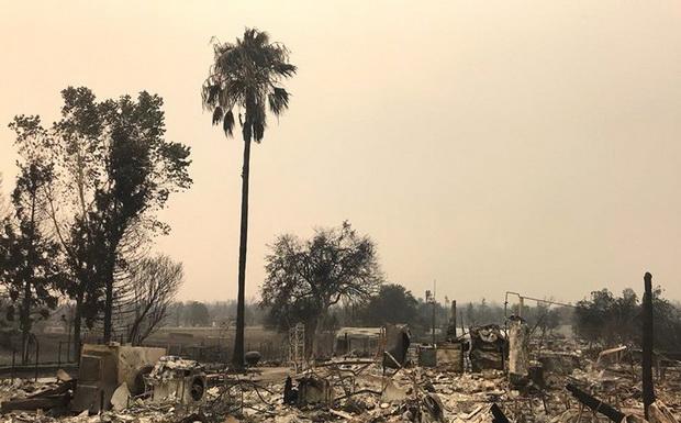 Пожар уничтожил уже 723 дома и постройки и угрожает чуть более 5 тыс. строений.