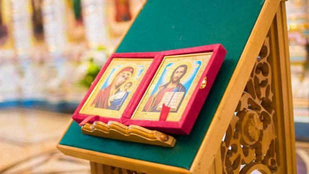 Мы живем в православной стране, и даже не сильно верующие и воцерковленные люди приходят в храмы.