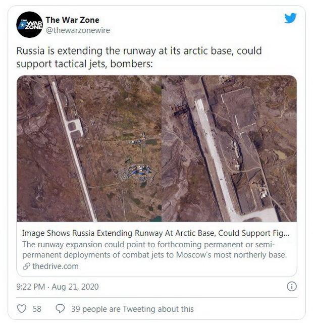 Издание отмечает, что на базу летают транспортные самолеты Ил-76, доставляющие продовольствие, оборудование и персонал.