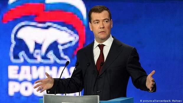 Медведев признал дефицит доверия к ~Единой России~