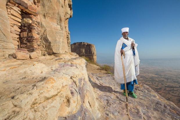Священник в горах