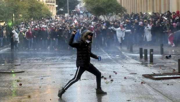 Протесты в Ливане: сотни пострадавших
