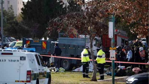 Иерусалим: грузовик въехал в толпу солдат - четверо погибших