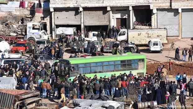 В Алеппо возобновляется эвакуация из восточной части города