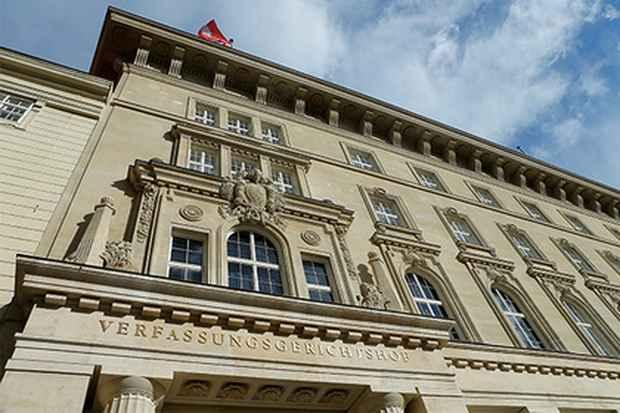 Суд в Австрии приговорил отрицавшего холокост мужчину к году тюрьмы условно