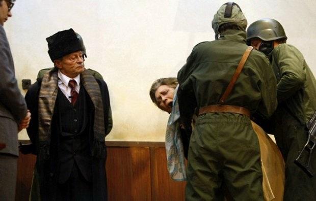 Чаушеску с женой перед расстрелом.
