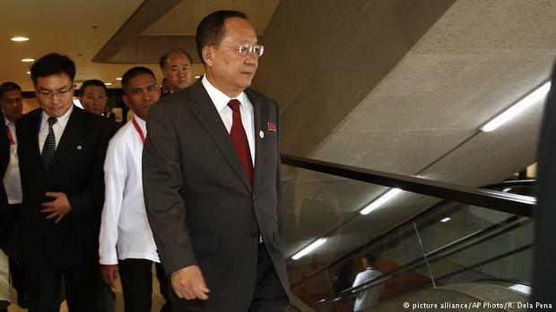 Глава МИД КНДР прокомментировал угрозы президента США в адрес Северной Кореи. Ли Ён Хо напомнил в этой связи об известной поговорке - собака лает, а караван идет.