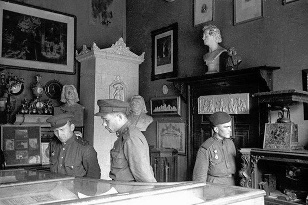 Советские войска в 1945 везли на Родину необычные трофеи