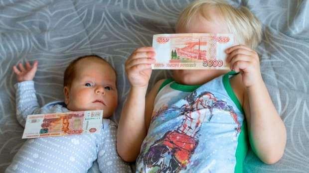 В России вступил в силу упрощенный порядок оформления пособий на детей