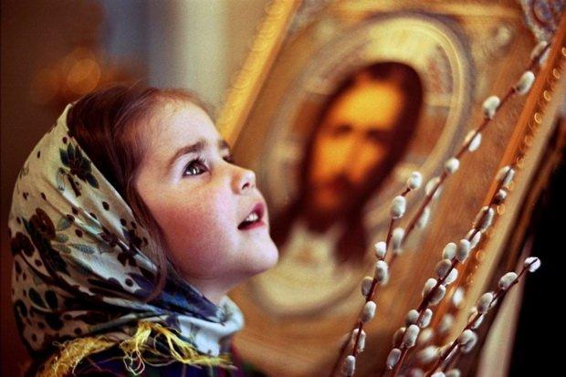 При входе священника или другой духовной особы показывайте детям примером своим, с каким уважением, любовью должно обращаться с служителями церкви и внимать их урока