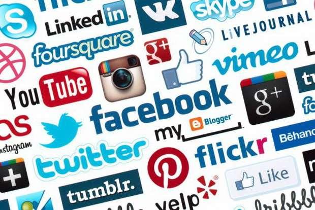 При этом происходит беззастенчивая монетизация нашего внутреннего мира соцсетями.