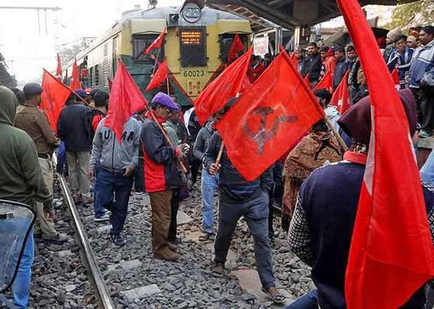 В Индии против антитрудовой политики правительства протестовать вышли 200 млн человек