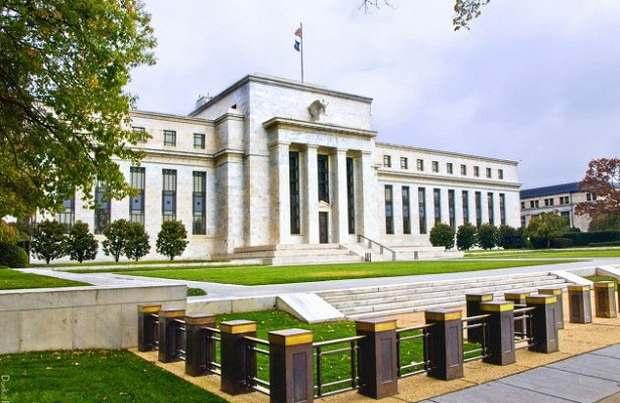 Для поддержки американской экономики в ближайшие недели ФРС задействует средства в объеме как минимум 700 миллиардов долларов (примерно 630 млрд евро).