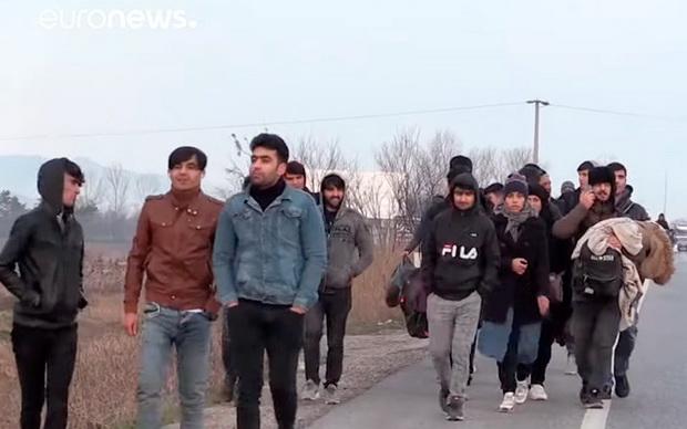 Сотрудникам турецкой полиции, береговой охраны и погранпереходов было дано указание бездействовать.