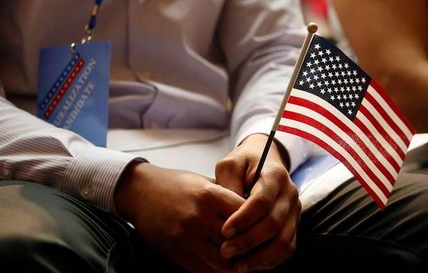 США начали запрашивать у подающих на визу ссылки на соцсети
