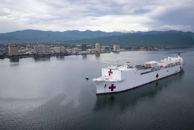 Госпитальный корабль USNS Comfort - один из двух принадлежащих Соединенным Штатам.