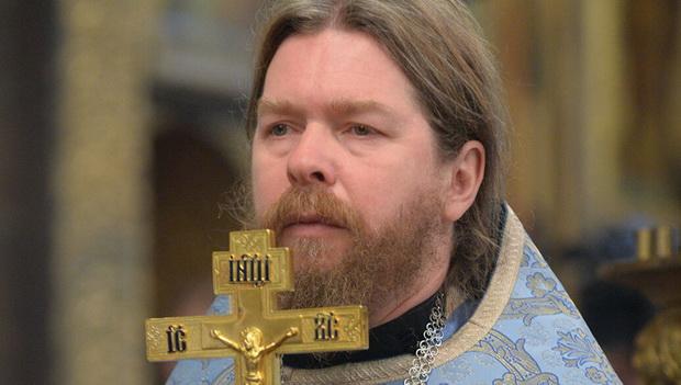Наверное, особо не нужно объяснять чем знаменит священник Тихон Шевкунов.