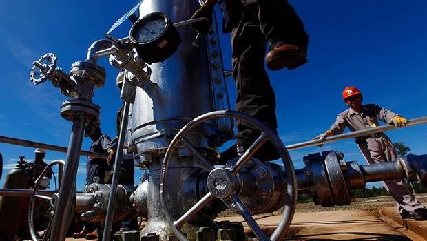 Новак назвал сроки выхода РФ на докризисный уровень добычи нефти