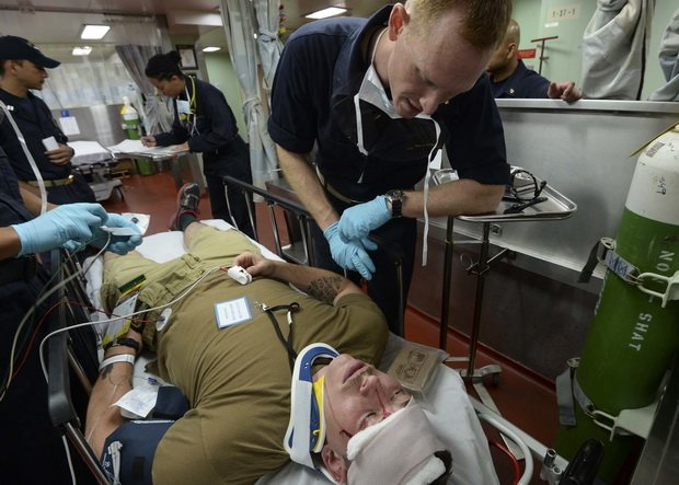 В ближайшие недели спрос на больничные койки превысит пропускную способность на десятки тысяч, поскольку вспышка эпидемии достигнет ожидаемого пика лишь к концу апреля.
