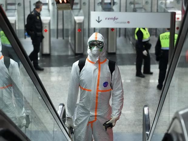 В данный момент пандемия COVID-19 захлестывает весь мир