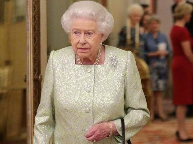 The Times: Королеву Великобритании едва не подстрелил ее собственный охранник