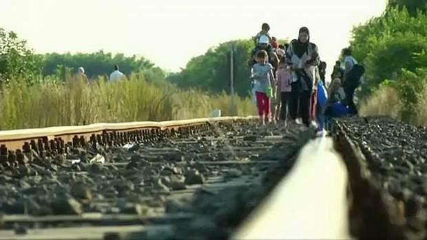 Еврокомиссия подала в суд на Венгрию, Чешскую Республику и Польшу, которые отказались принимать свою долю беженцев.
