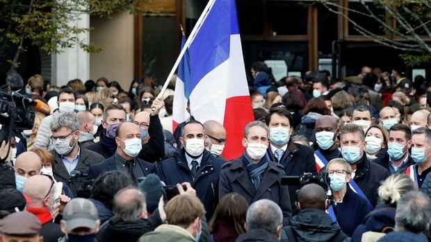 Британия выразила солидарность с Францией в связи с убийством учителя
