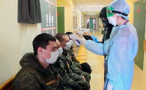 Минобороны РФ сообщило о почти 900 заразившихся коронавирусом в армии