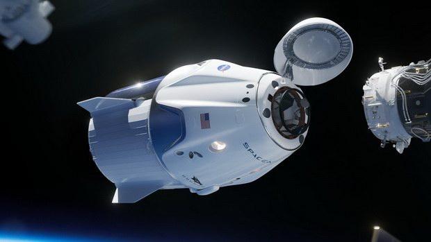 Корабль Crew Dragon вернулся с МКС на Землю