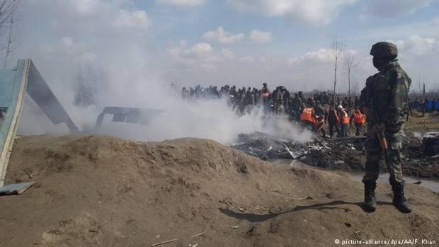Пакистан сбил два индийских военных самолета